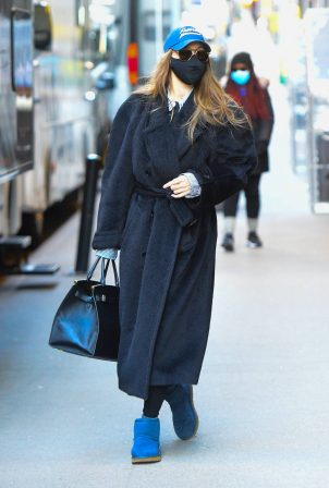 Gigi Hadid - Photoshoot candids in New York