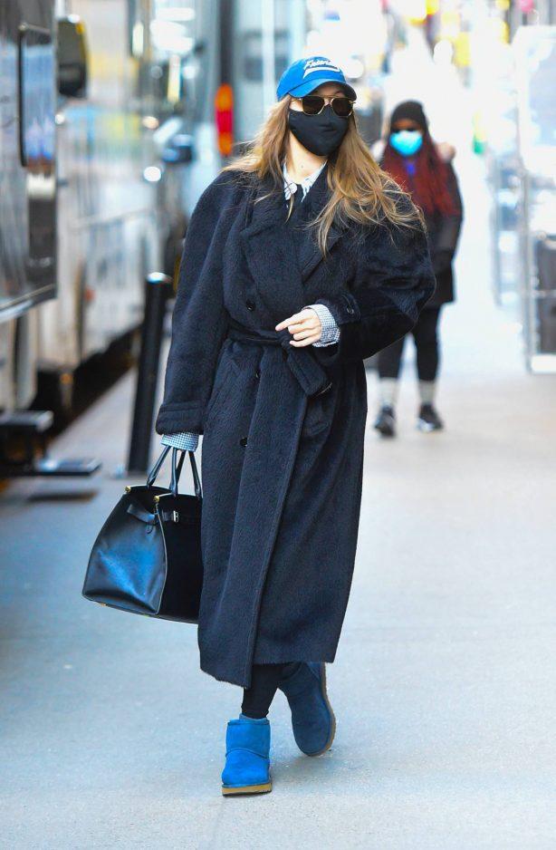 Gigi Hadid - Photoshoot candids in New York