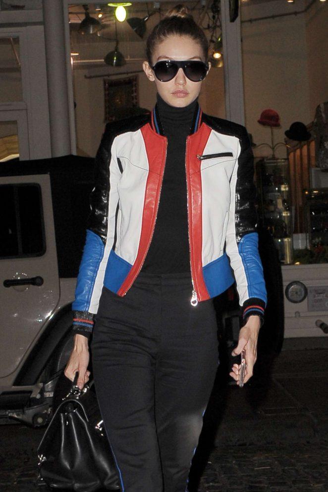 Gigi Hadid - Returns to her Ney York apartment