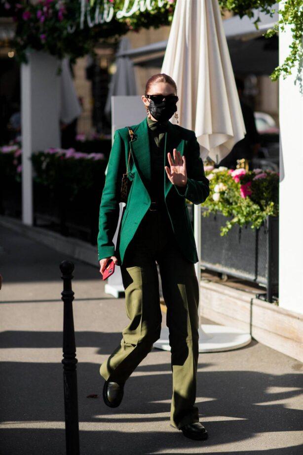 Gigi Hadid - Seen at l'Avenue restaurant during Paris Fashion Week