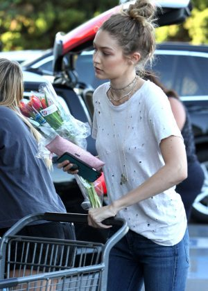 Gigi Hadid - Shopping at Bristol Farms in Beverly Hills