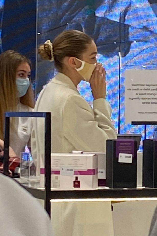 Gigi Hadid - Shopping at the ZARA store in King Of Prussia - Pennsylvania
