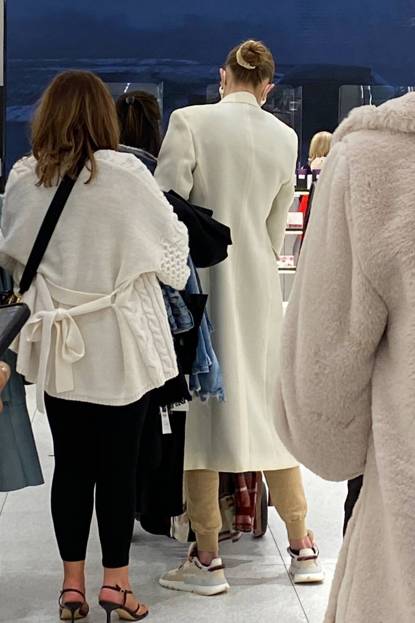 Gigi Hadid 2020 : Gigi Hadid – Shopping at the ZARA store in King Of Prussia – Pennsylvania -02