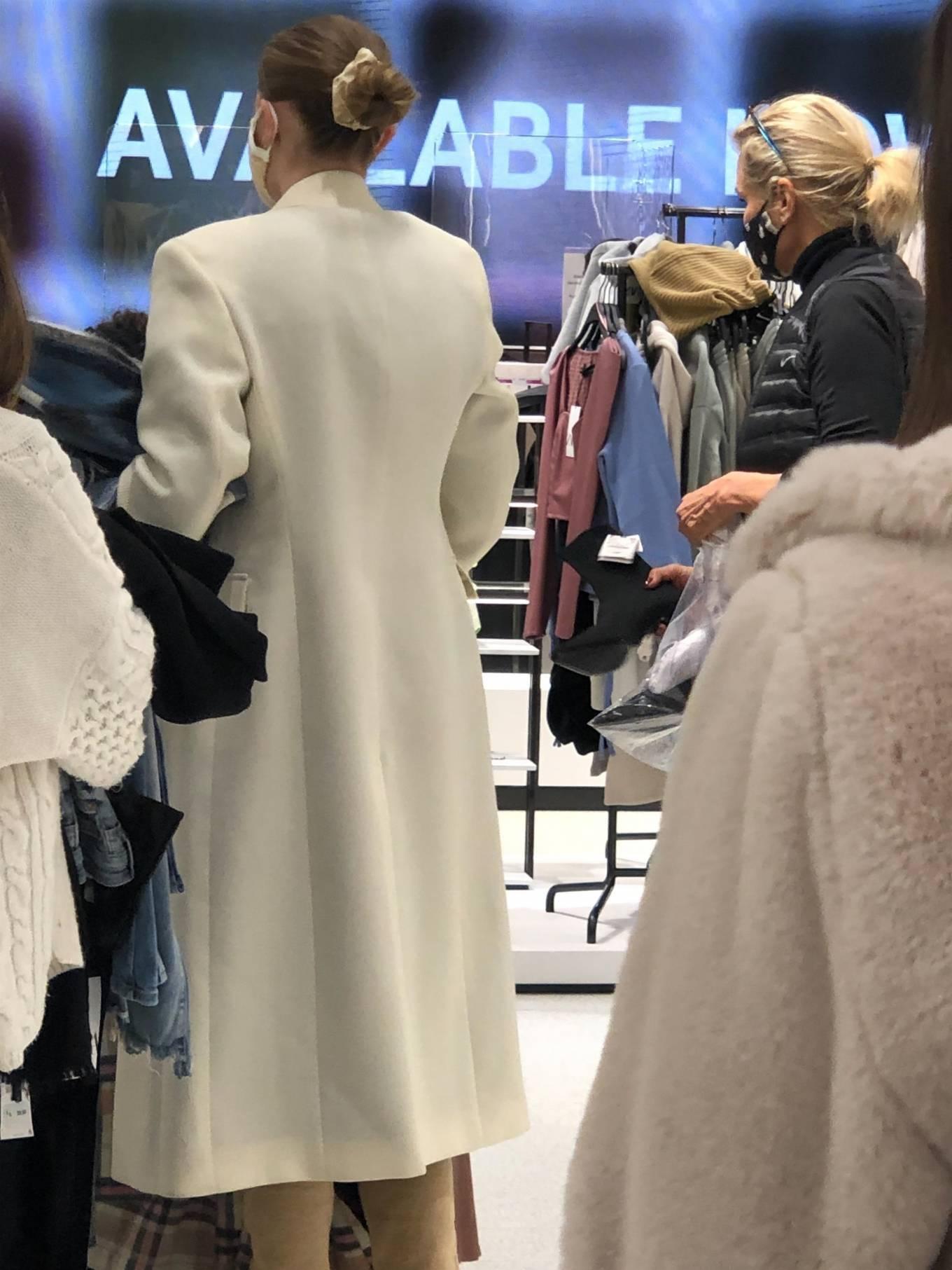 Gigi Hadid 2020 : Gigi Hadid – Shopping at the ZARA store in King Of Prussia – Pennsylvania -05