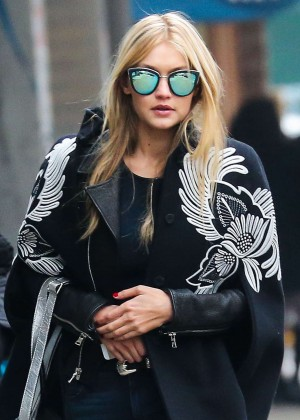 Gigi Hadid in Jeans - Shopping in New York City