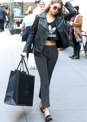 Gigi Hadid - Shopping in New York City