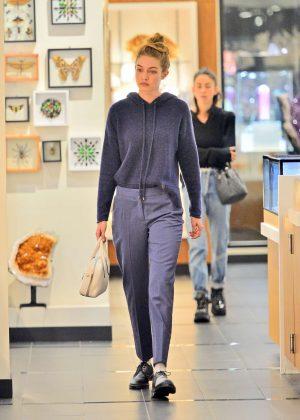 Gigi Hadid - Shopping in New York