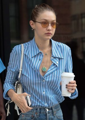 Gigi Hadid - Steps out of her apartment in NYC