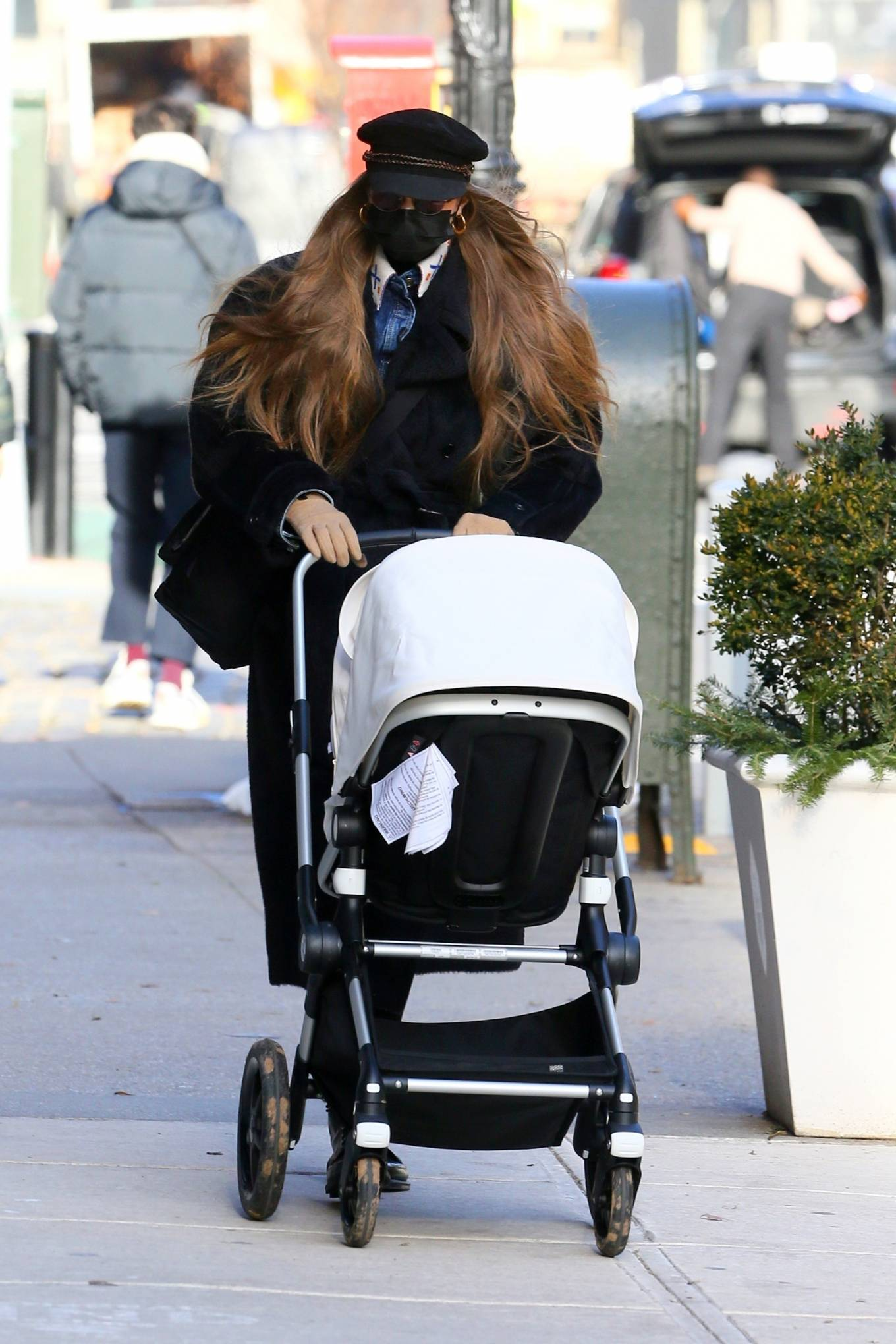 Gigi Hadid 2020 : Gigi Hadid – takes her daughter out for a walk in New York City-05