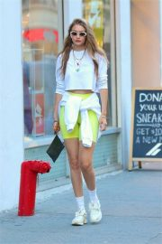 Gigi Hadid - Takes to meet with friends in New York City