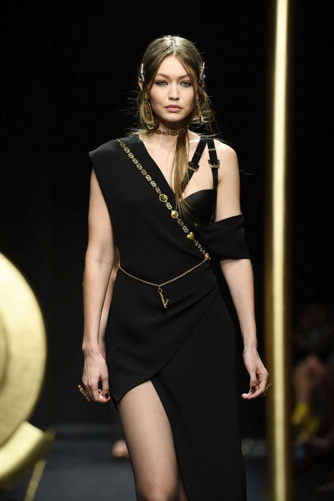 Gigi Hadid – Versace Runway Show in Milan