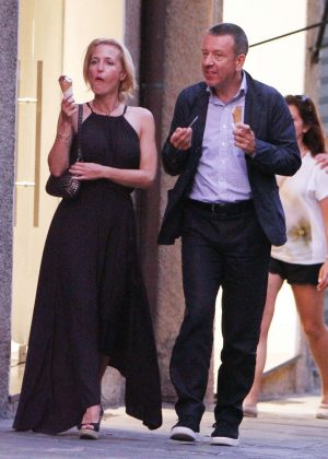gillian anderson and peter morgan at a romantic dinner in