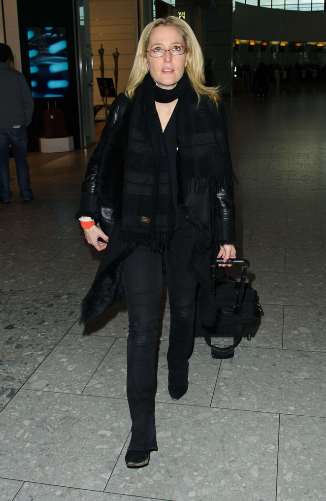 Gillian Anderson: Arriving at Heathrow Airport -01