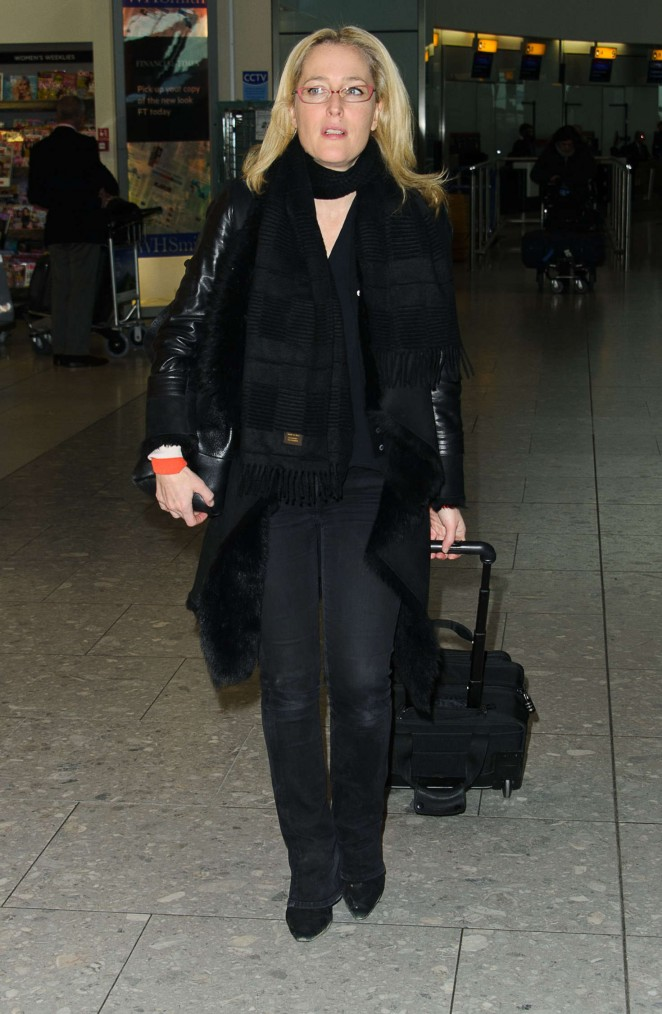Gillian Anderson: Arriving at Heathrow Airport -05
