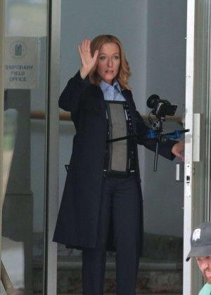 Gillian Anderson - Filming 'The X-files' in Vancouver