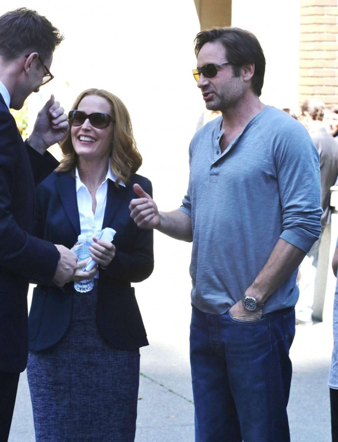 Gillian Anderson on The X-Files set -05