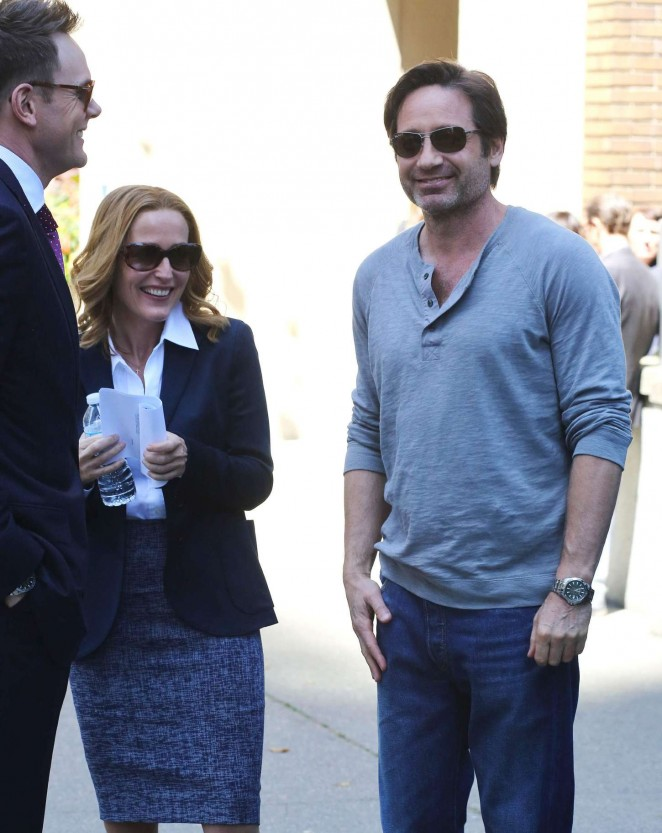Gillian Anderson on The X-Files set -10