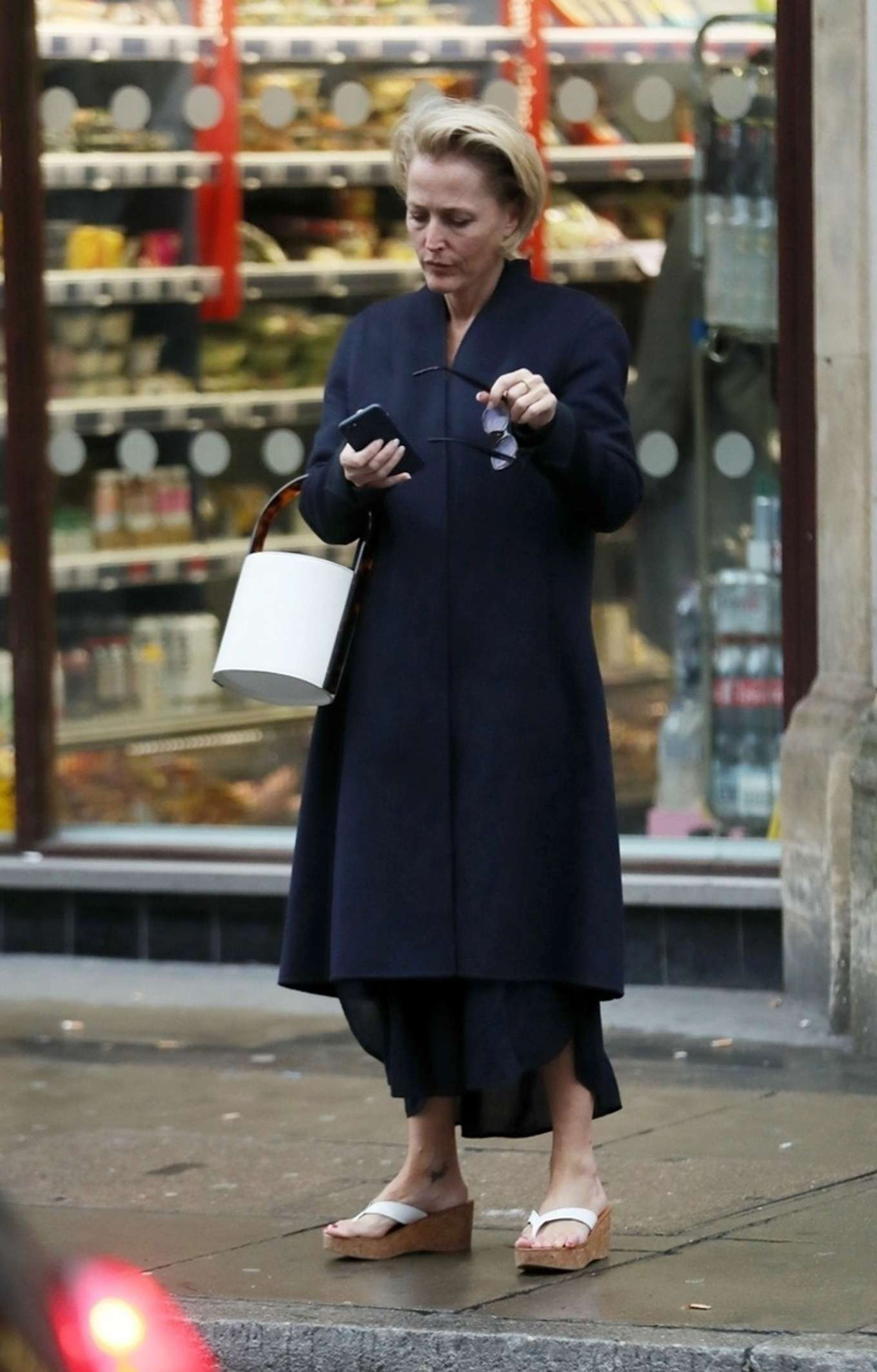 Gillian Anderson - Shopping at Sainsbury's store in London