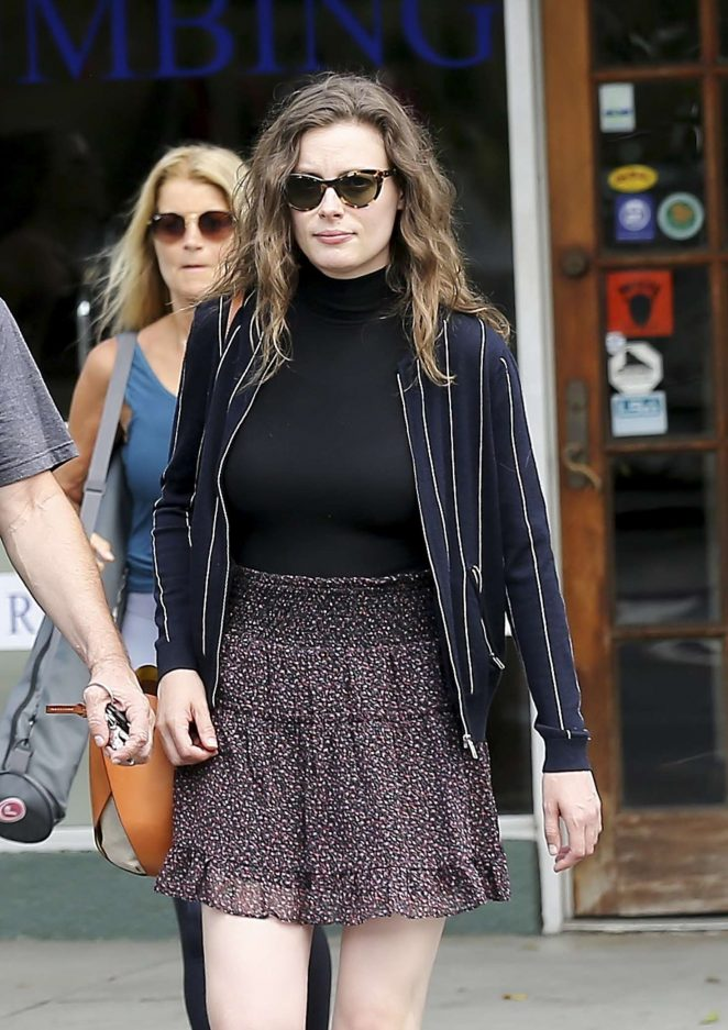 Gillian Jacobs – Shopping in Los Angeles