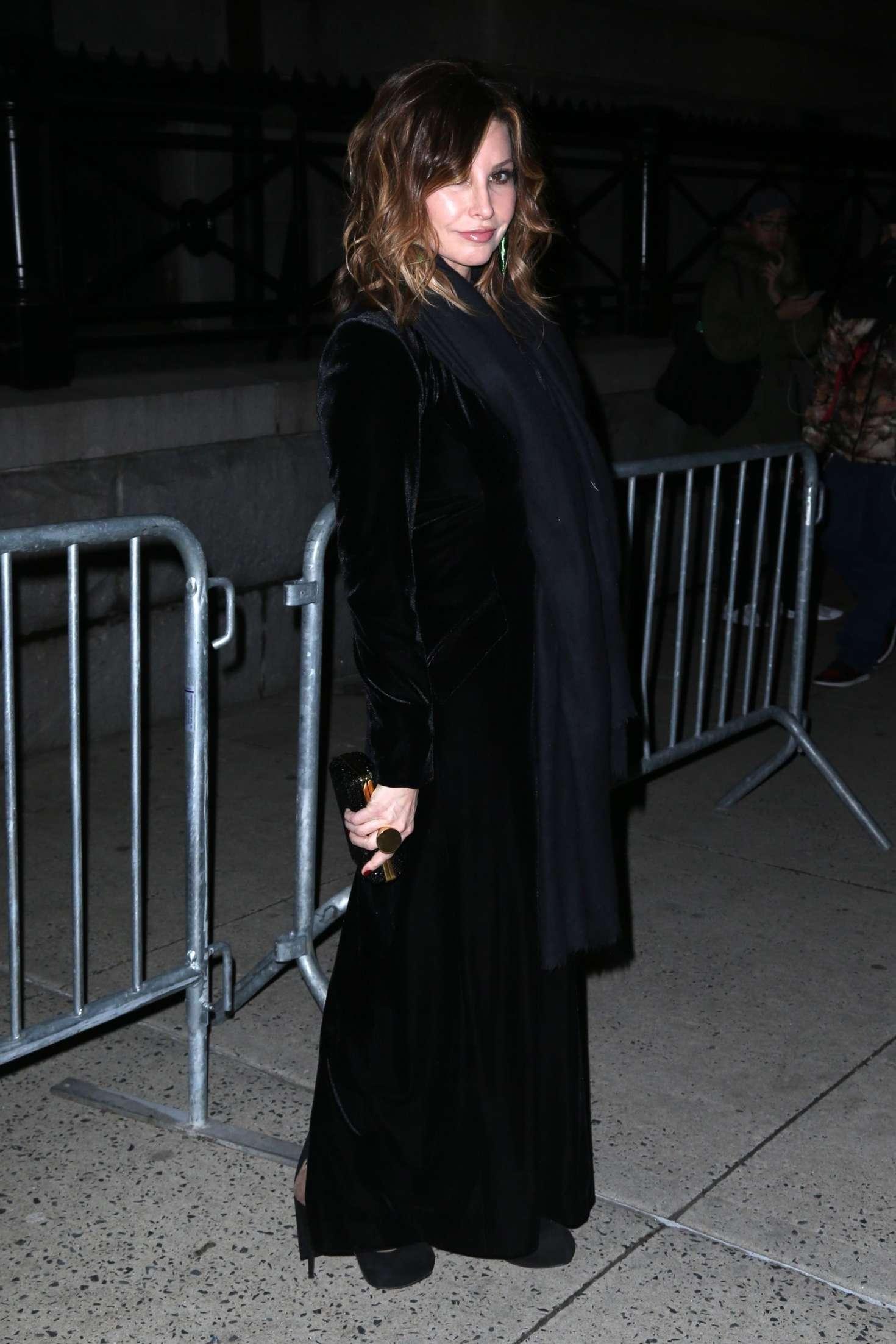 Gina Gershon 2018 : Gina Gershon: Arrives at Tom Ford Fashion Show -02