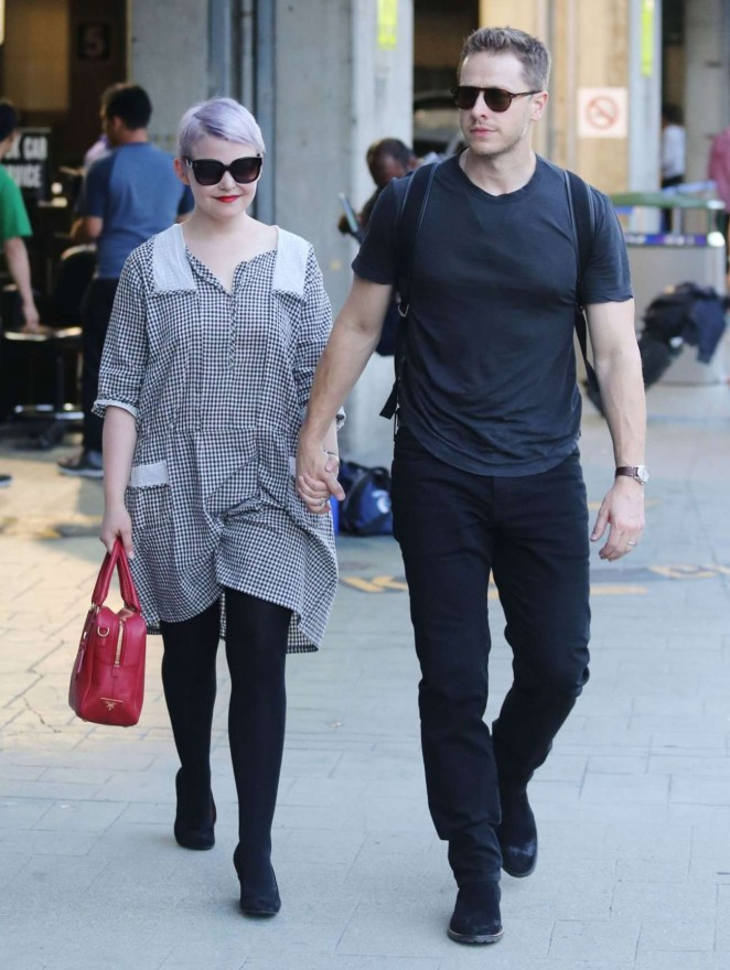 Ginnifer Goodwin at Airport in Vancouver -01