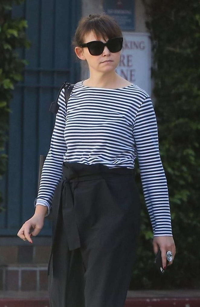 Ginnifer Goodwin - Heads to Raleigh Studios in Hollywood