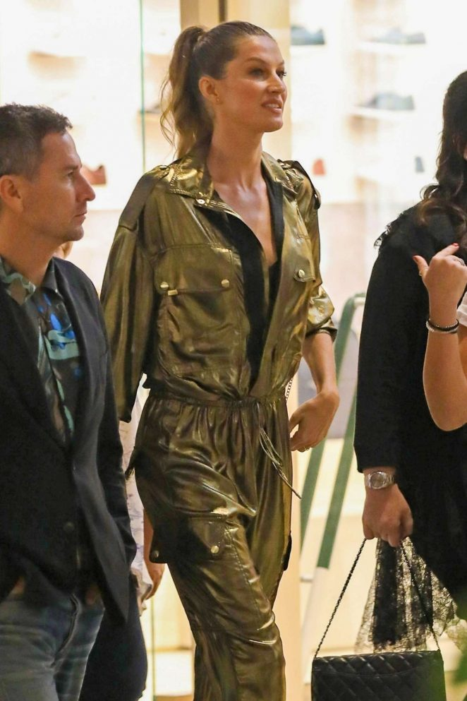 Gisele Bundchen - Arrives at Rosa Cha Event in Los Angeles
