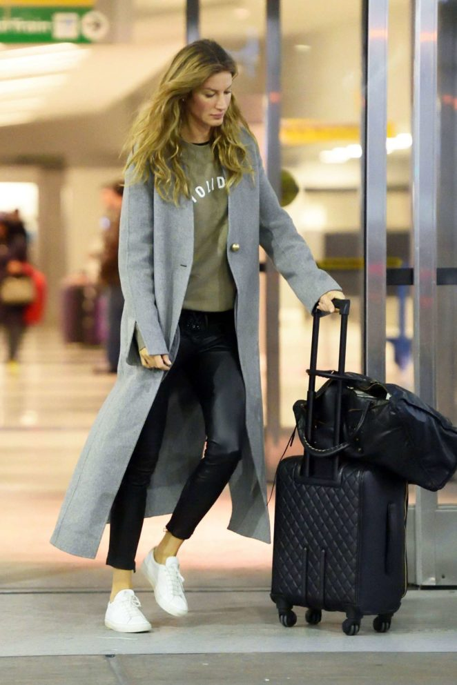 Gisele Bundchen - Arriving JFK Airport in NY