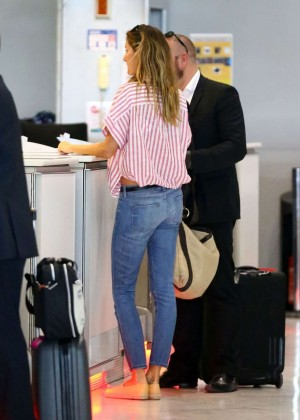 Gisele Bundchen  in Jeans at International Clinic of Parc Moncea in Paris
