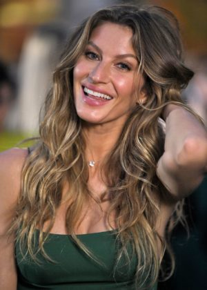 Gisele Bundchen – Green Carpet 2017 Fashion Awards in Italia