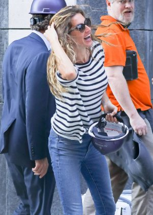 Gisele Bundchen in Jeans - Visits a construction site in NYC