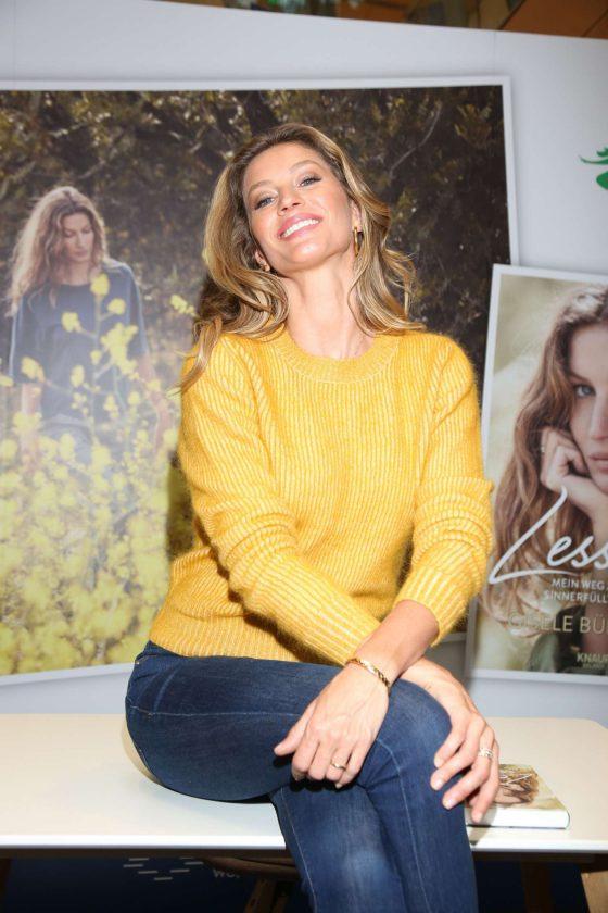 Gisele Bundchen - 'Lessons' Book Signing in Hamburg