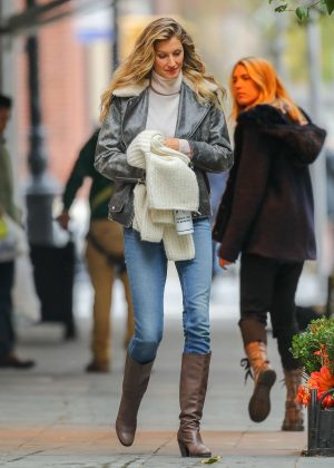 Gisele Bundchen - Out and about in New York City