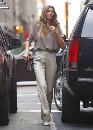Gisele Bundchen - Out and about in NYC
