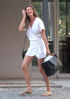 Gisele Bundchen out in Santa Teresa