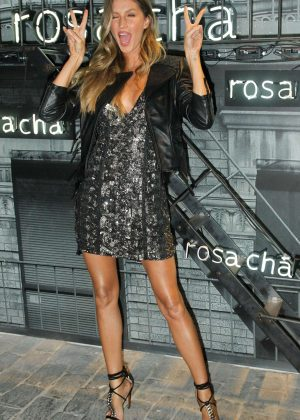 Gisele Bundchen - Rosa Cha Summer Collection Lauch Event in Sao Paulo