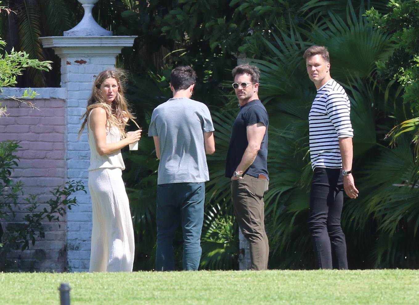 Gisele Bundchen - Seen at newly purchased $17m Miami Beach property
