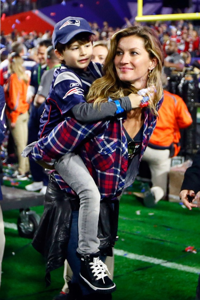 Gisele Bundchen - Super Bowl XLIX 2015 in Glendale