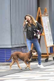 Gisele Bundchen - With her dogs in NYC