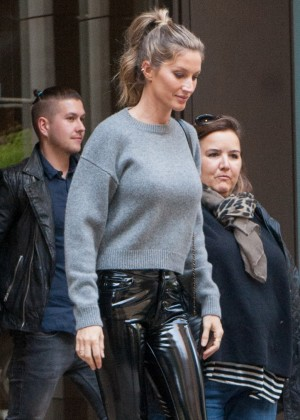 Giselle Bundchen - Headed to The Tonight Show Starring Jimmy Fallon in NYC