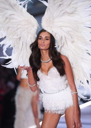Gizele Oliveira - 2018 Victoria's Secret Fashion Show Runway in NY