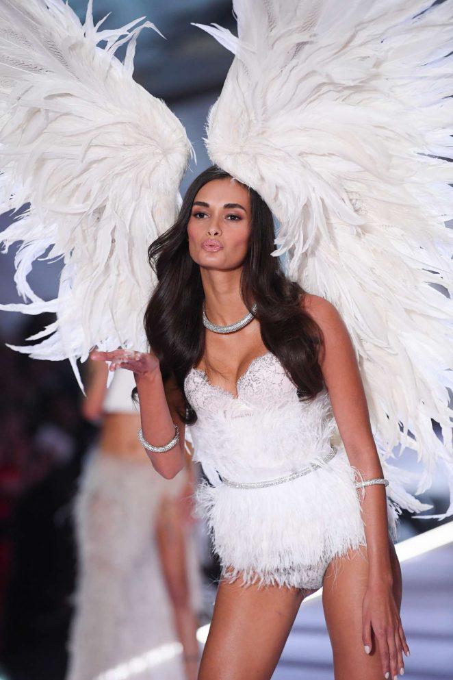 Gizele Oliveira – 2018 Victoria's Secret Fashion Show Runway in NY