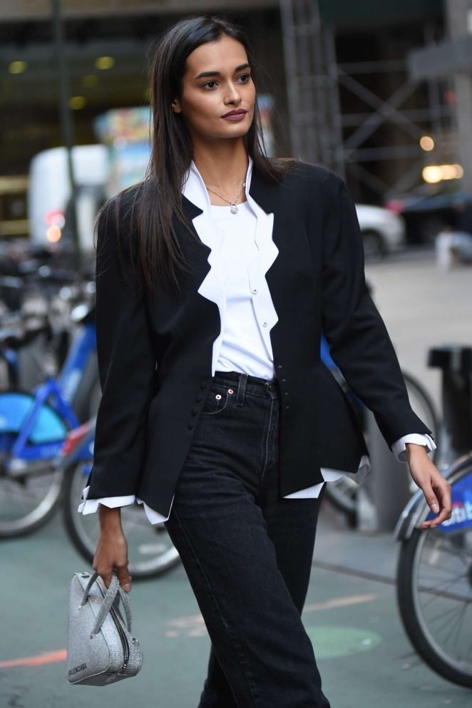 Gizele Oliveira – Victoria's Secret Fashion Show Fittings in New York