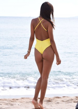 Gloria Patricia Contreras in Swimsuit on The Lady 3 set -12