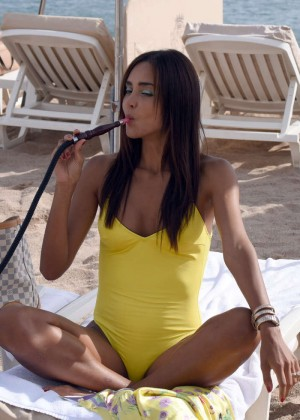 Gloria Patricia Contreras in Swimsuit on The Lady 3 set -18