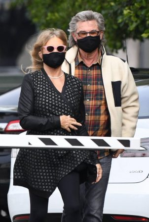 Goldie Hawn - And husband Kurt Russell go out for a lunch in Santa Monica