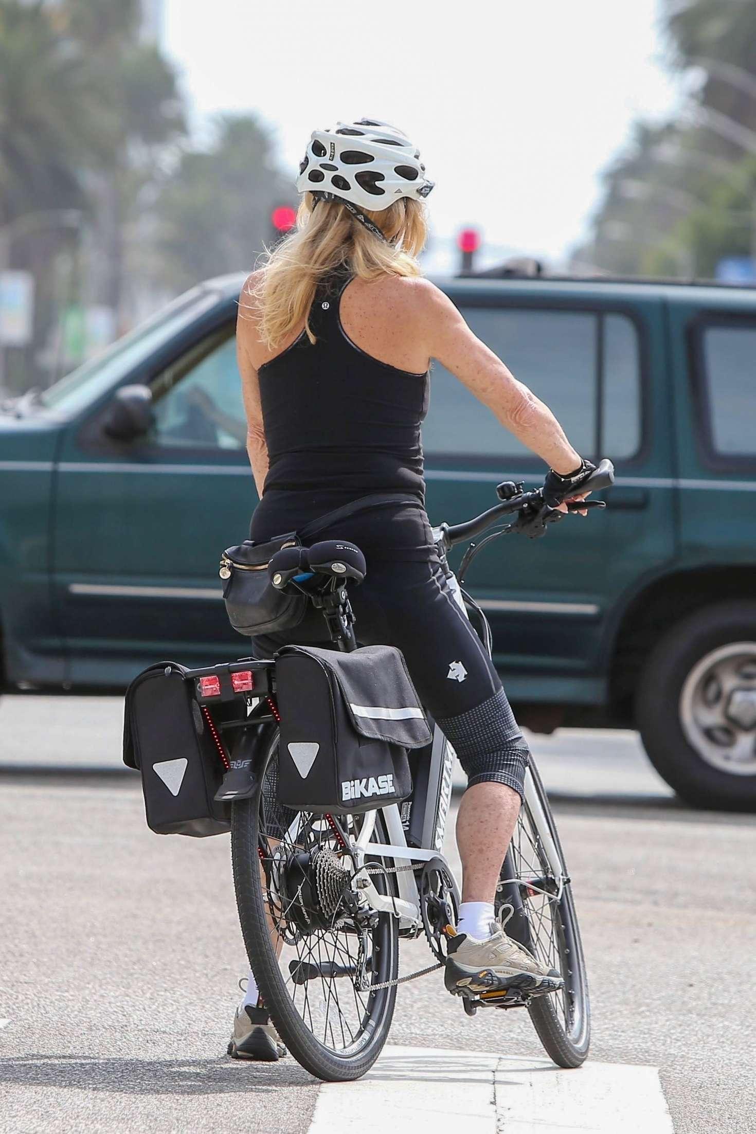 Goldie Hawn 2018 : Goldie Hawn: Bike Ride in LA -01