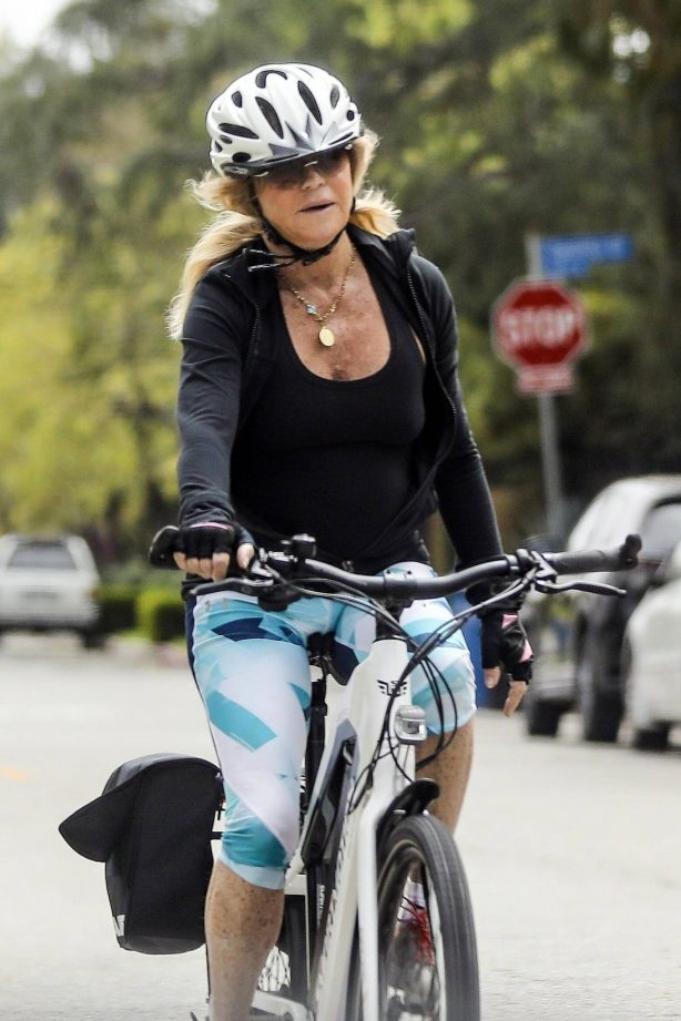 Goldie Hawn - Bike Ride in Los Angeles