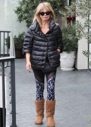 Goldie Hawn - Heading to the hair salon in LA