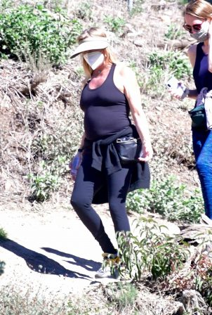 Goldie Hawn - Hiking candids in Brentwood